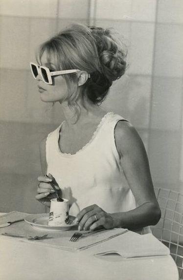 Birgitte Bardott con gafas de sol