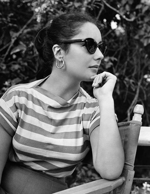 Liz Taylor con gafas de sol
